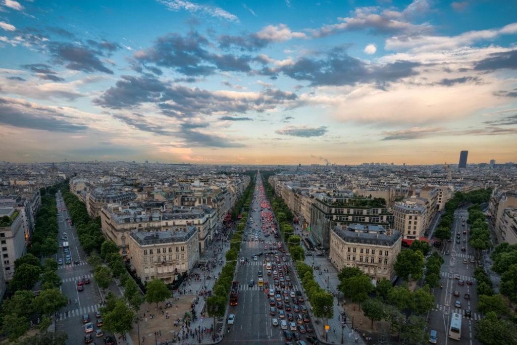 La Place de l'étoile à Paris depuis l'Arc de Triomphe